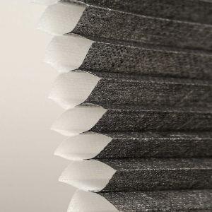 Plissegardin LUX Fritthengende eller festet i bunn. Snorbetjening. Halv transparent dobbel tekstil.